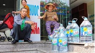 Vụ nước nhiễm dầu: Chuyên gia cảnh báo không dùng nước khoáng nấu ăn