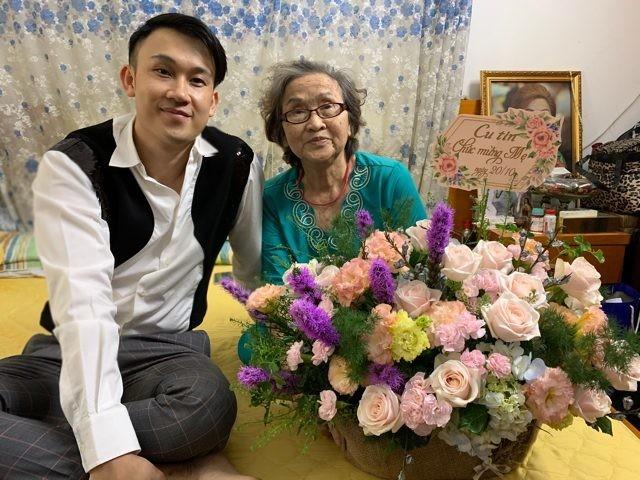 Dương Triệu Vũ  nhận kết đắng khi mua hoa tặng mẹ 20/10 vì không nghe lời Hoài Linh