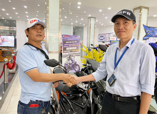 'Hiệp sĩ' Nguyễn Thanh Hải được tặng xe máy mới sau 1 ngày bị 'đòi lại