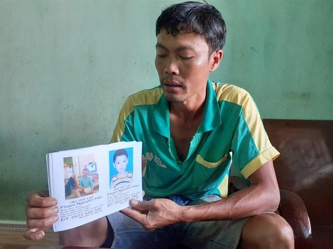 Cha rong ruổi cả nước tìm kiếm con trai mất tích bí ẩn hơn 1 năm nay