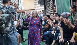 'Ngày đẹp nhất' của những những cụ bà nhặt ve chai ở Hà Nội