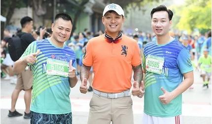 Tự Long, Tuấn Hưng, Thành Trung thi chạy marathon gây quỹ từ thiện