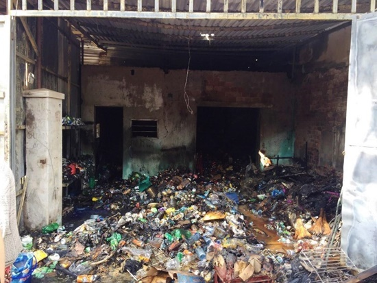 Cửa hàng tạp hóa cháy rụi giữa trưa, thiệt hại hàng trăm triệu đồng