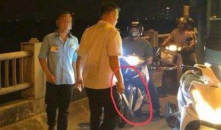 Đình chỉ lái, phụ xe buýt bị tố đánh người đi đường trên cầu Vĩnh Tuy