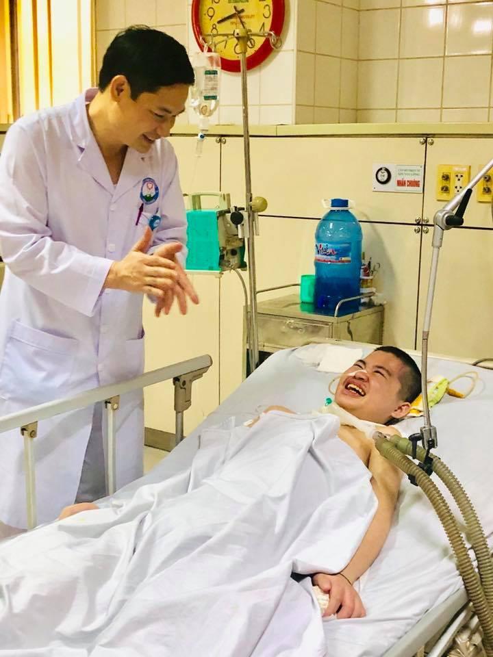 Bé trai đột ngột tỉnh lại sau 2 năm sống thực vật vì viêm não Nhật Bản 2