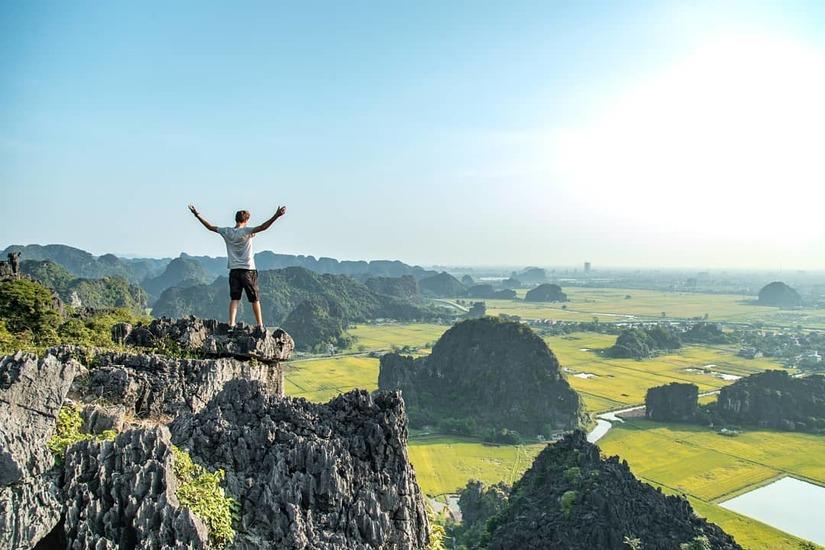 Sen nở rộ, lúa trải vàng ở địa điểm check-in hot nhất Ninh Bình 4