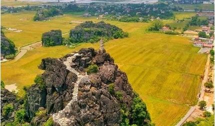 Sen nở rộ, lúa trải vàng ở địa điểm check-in hot nhất Ninh Bình