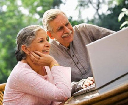 Tối hậu thư đanh thép của cụ ông khi cụ bà nghiện Facebook