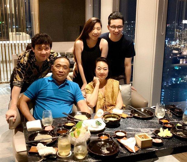 Trấn Thành giải thích vì sao Hari Won vắng mặt trong tiệc sinh nhật mẹ chồng