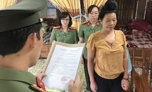 Bắt một nữ phụ huynh 'chạy' điểm cho con ở Sơn La