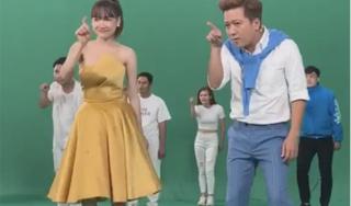 Trường Giang nhảy cực sung bên Nhã Phương với vũ đạo vui nhộn