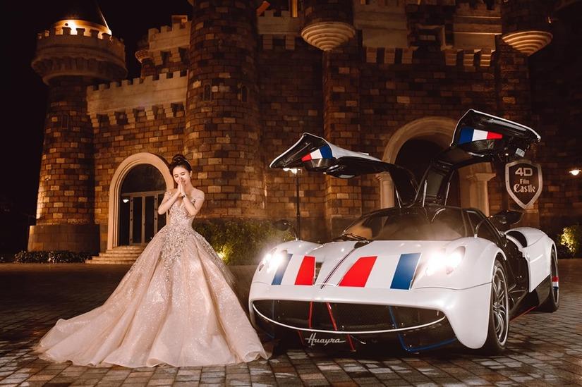 Vợ chồng đại gia Minh Nhựa khoe loạt ảnh xuất thần bên siêu xe4
