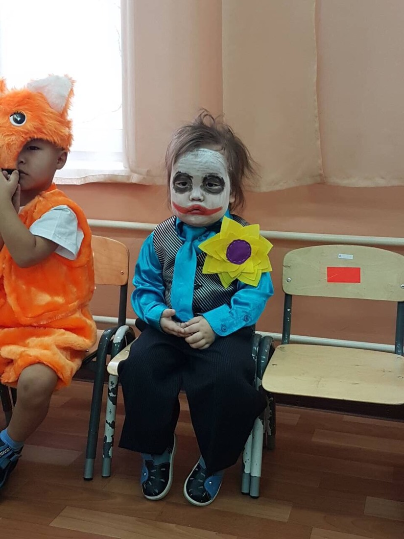 Hóa trang thành Joker, em bé gây sốt với biểu cảm hoang mang2
