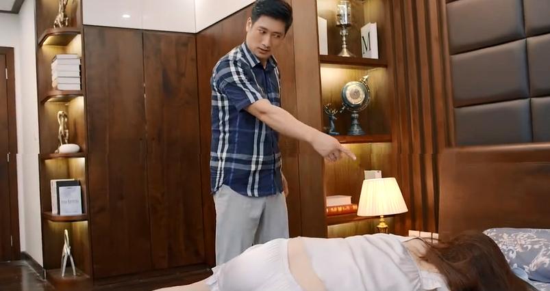 'Hoa hồng trên ngực trái' tập 24: Thái phát điên khi bị Trà lừa, Khuê nhờ Bảo xin việc