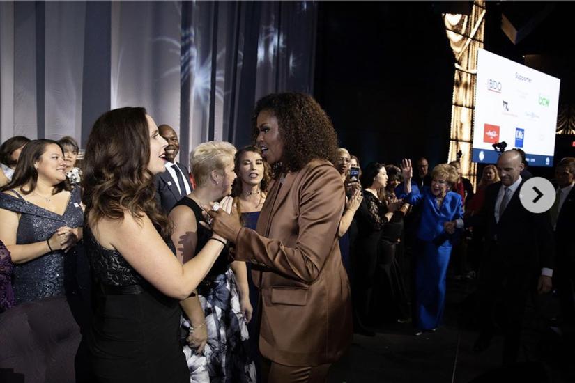 Phu nhân cựu Tổng thống Obama diện mẫu suit sang trọng của NTK Công Trí