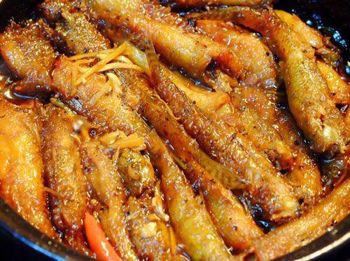 Gió mùa về, làm cá bống kho tiêu đơn giản mà ăn ngon hết veo nồi cơm