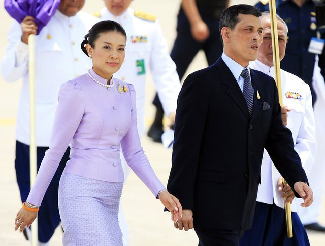 Trước Hoàng quý phi, vợ 3 của vua Thái Lan cũng bị phế truất