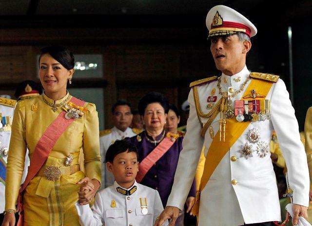 Trước Hoàng quý phi, vợ 3 của vua Thái Lan cũng bị phế truất 2