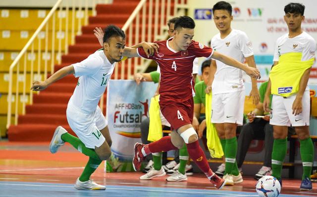 CĐV Thái Lan chê đội tuyển Việt Nam vẫn yếu bóng vía