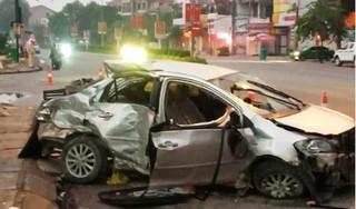 Clip khoảnh khắc xe khách lao như bay tông xe con khiến 3 người tử vong