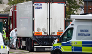 Vì sao xe container chở 39 người qua mặt được các cửa khẩu hải quan?