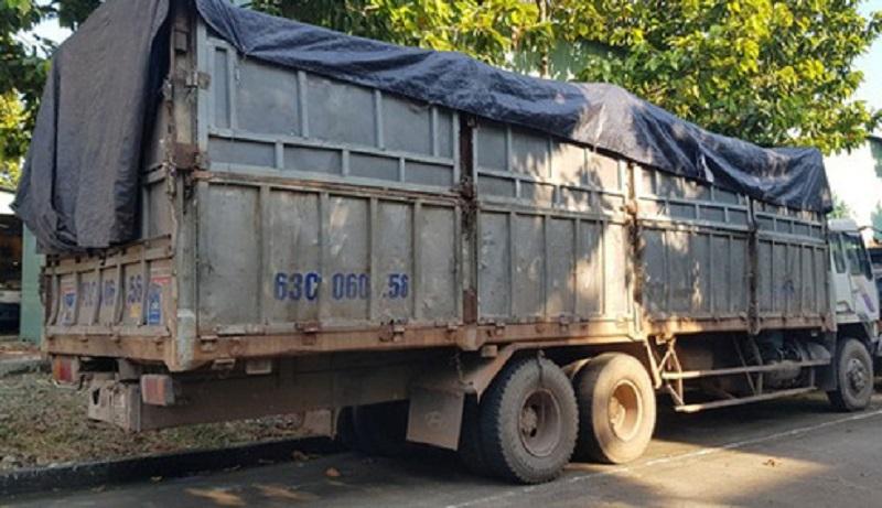 Đổ trộm hàng chục tấn chất thải ra môi trường, tài xế bị rắn độc cắn
