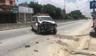 Xe cứu thương mất lái lao vào nhà dân, tài xế bị thương nặng