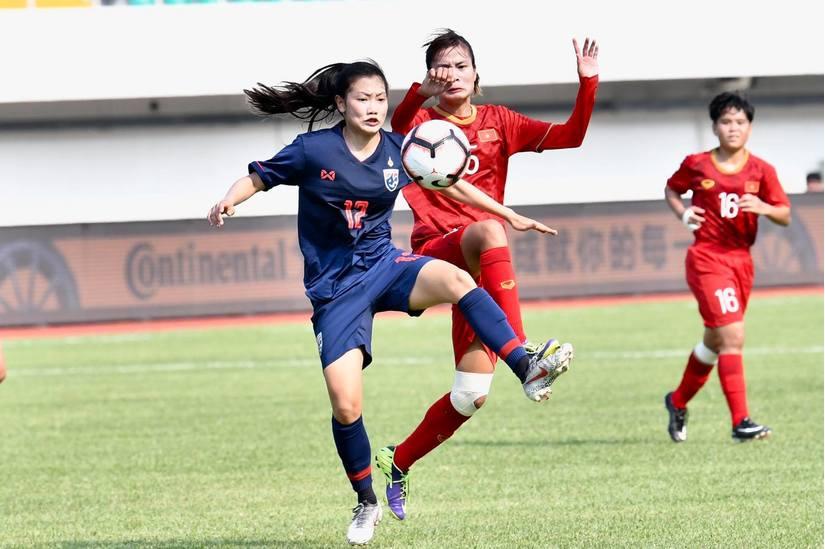 Các CĐV Thái Lan không giấu nổi sự thất vọng khi chứng kiến đội nhà để thua trước U19 nữ Việt Nam