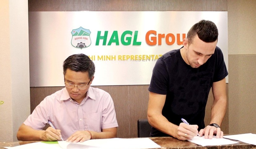 CLB HAGL chiêu mộ trung vệ Memovic