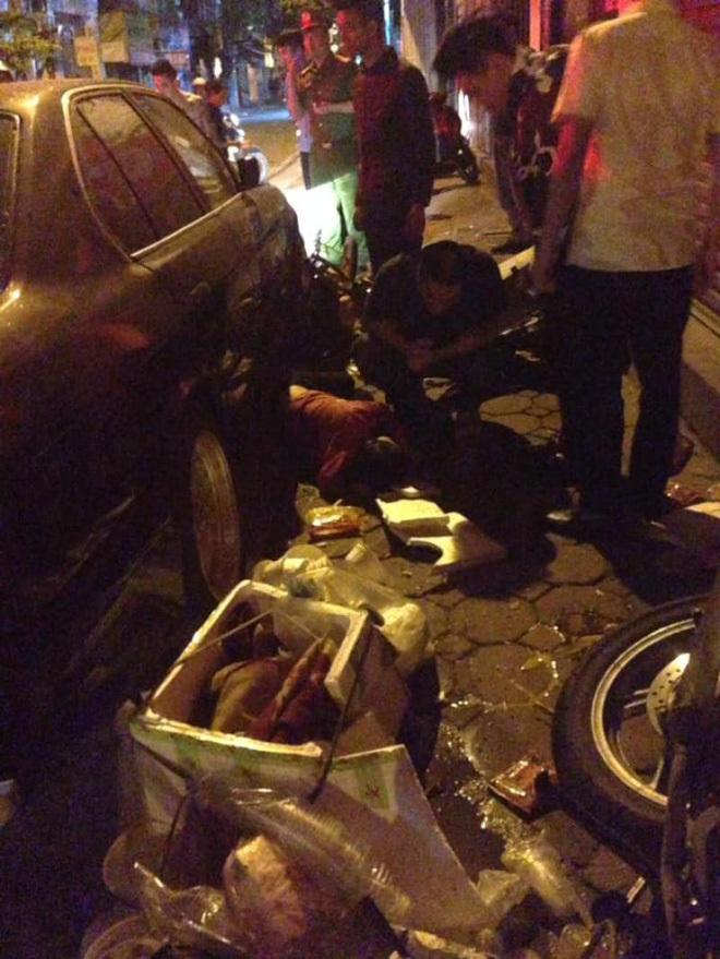 Tài xế ôm mặt hoảng loạn khi BMW tông gục hàng loạt xe trên phố Hà Nội