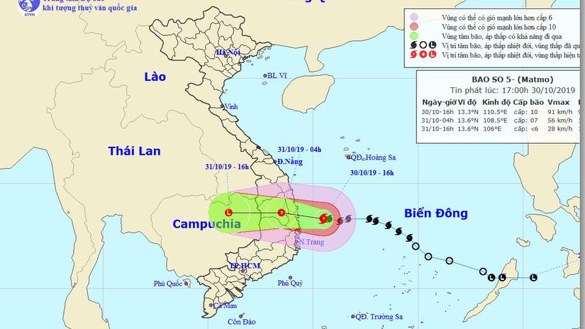 Bão số 5 đã áp sát Bình Định - Phú Yên, giật cấp 12