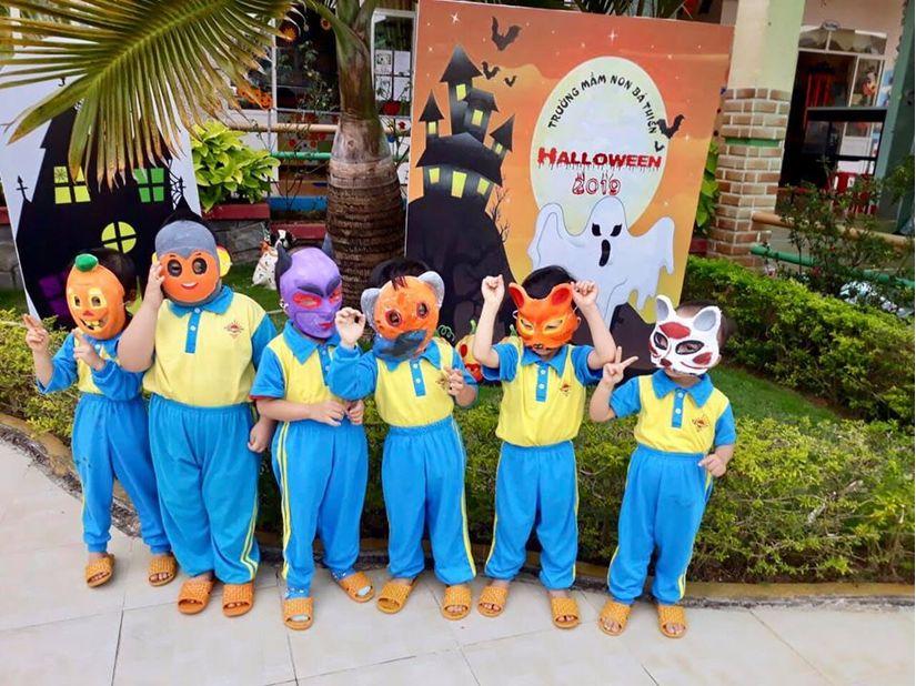 Loạt hình ảnh hóa trang siêu đáng yêu của các bé dịp Halloween 16