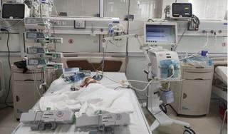 Bé 3 tháng ngộ độc nặng vì bố mẹ tự mua thuốc trị tiêu chảy