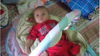 Bé trai 4 tháng tuổi bị bỏ rơi trước cổng nhà dân