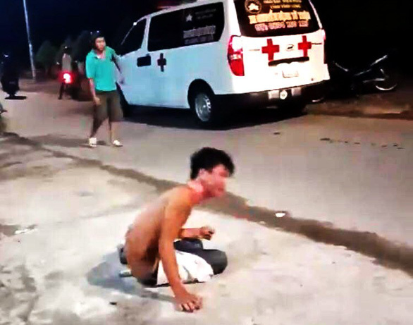 Chàng trai bị chị ruột tưới nguyên bình nước sôi lên người vì cãi lời