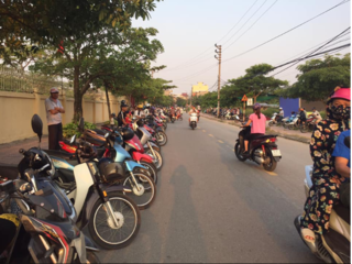 Mô hình 'xếp hàng đón con' từ Nam Định lan tỏa đến hơn 140 trường học ở Hà Tĩnh