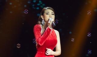 Trương Bảo Như bật khóc khi thấy Mai Phương ngồi dưới hàng ghế khán giả