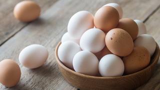 Thách nhau ăn 50 quả trứng, kết cục phải bỏ mạng