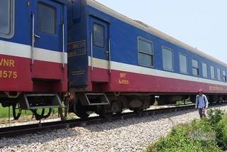 Nam Định: Hai công nhân đường sắt thương vong sau va chạm với tàu hỏa