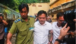 Vụ dâm ô bé gái trong thang máy: Đổi điểm xét xử, bị cáo Nguyễn Hữu Linh đi 'đường hầm' đến tòa