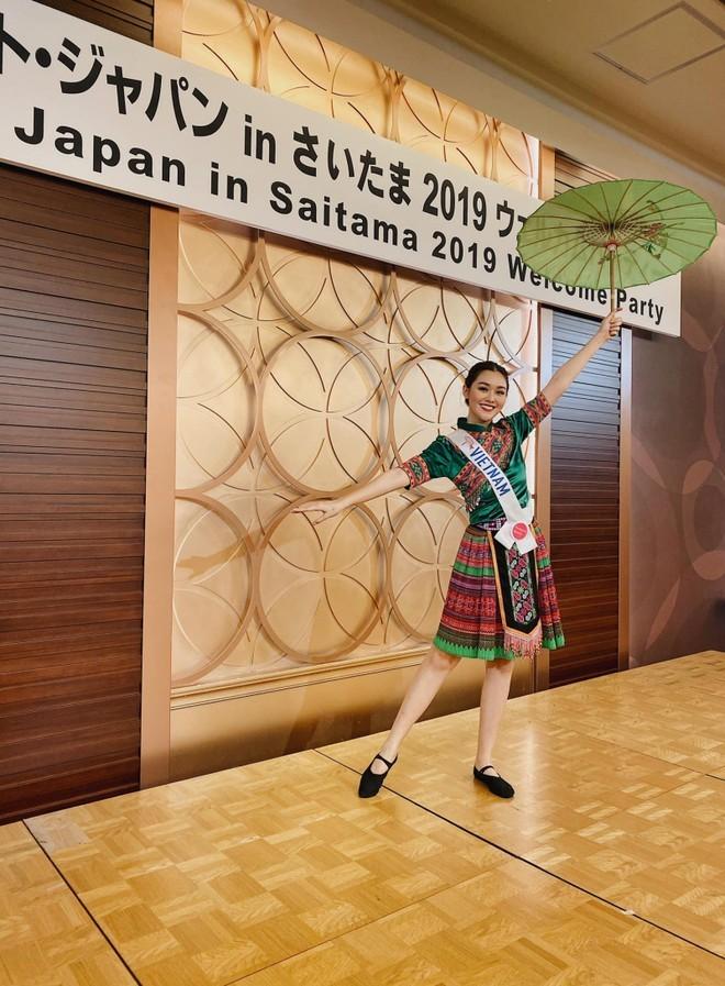 Tường San múa 'Để Mị nói cho mà nghe' tại Hoa hậu Quốc tế 2019