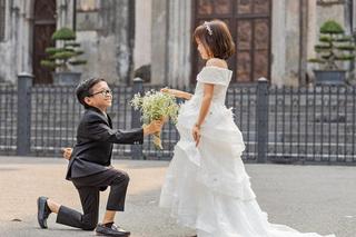 Đám cưới của cặp đôi tí hon 'như học sinh lớp 1' khiến nhiều người xúc động