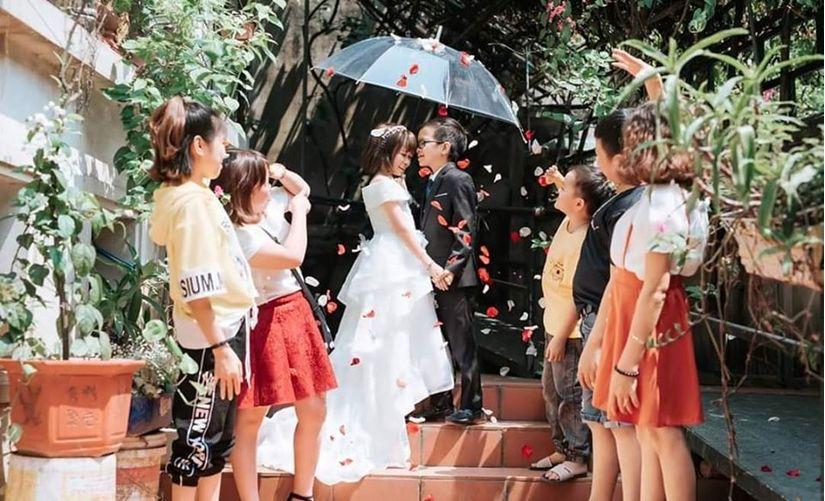 Đám cưới của cặp đôi tí hon như học sinh lớp 1 gây xúc động