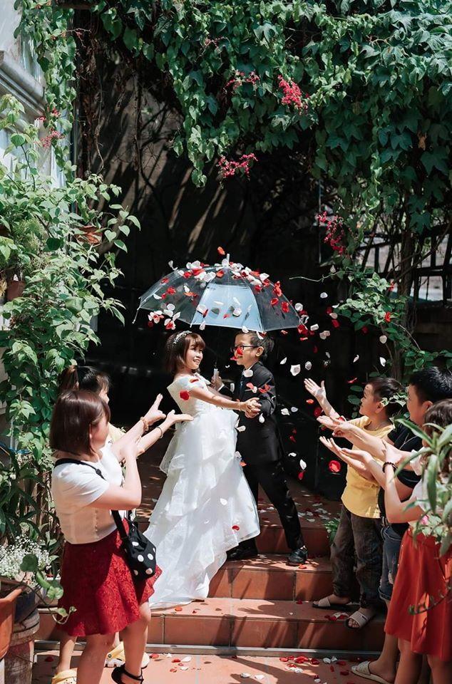 Đám cưới của cặp đôi tí hon như học sinh lớp 1 gây xúc động4
