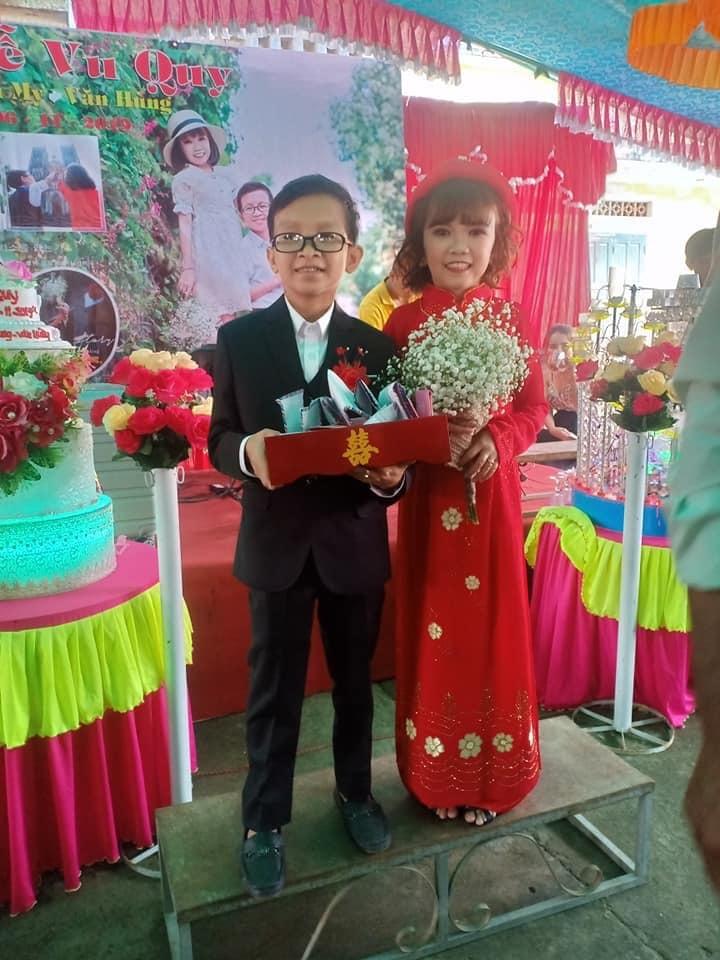 Đám cưới của cặp đôi tí hon như học sinh lớp 1 gây xúc động3