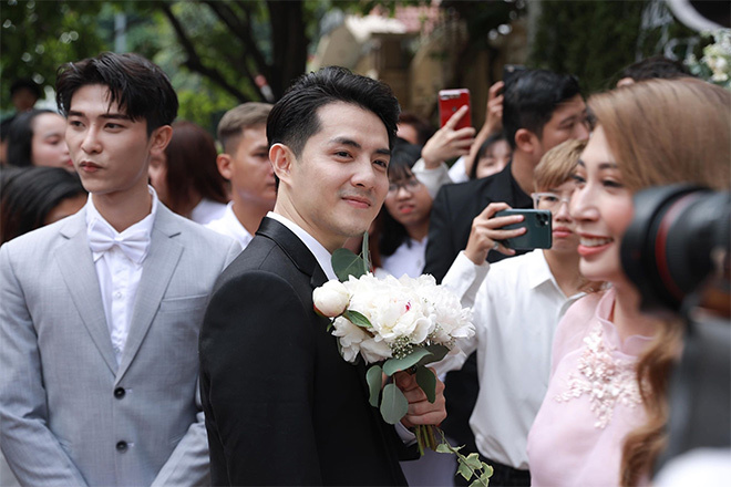Đông Nhi đeo vàng 'nặng trĩu' trong hôn lễ với Ông Cao Thắng