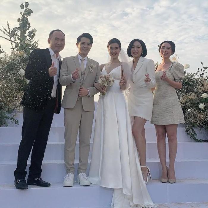 Cận cảnh chiếc váy cưới xa hoa, lộng lẫy của Đông Nhi trong đám cưới