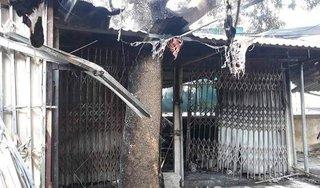 Cháy lớn thiêu rụi 4 ki ốt tại chợ Quán Trắng, bé 8 tuổi tử vong