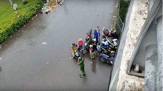 Rơi từ cầu vượt xuống đất, nam thanh niên nhập viện nguy kịch