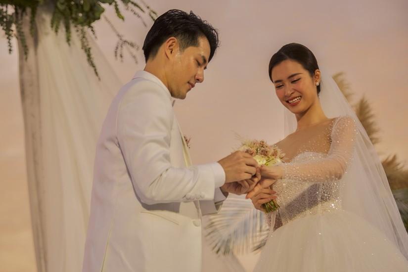 Đông Nhi và Ông Cao Thắng chia sẻ về siêu đám cưới